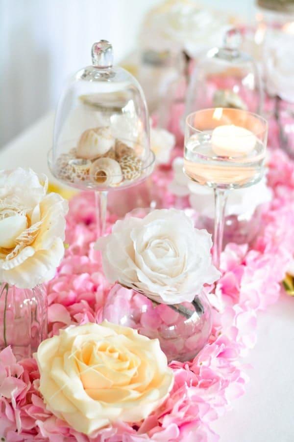 centre de table fleurs tissu rose blanc